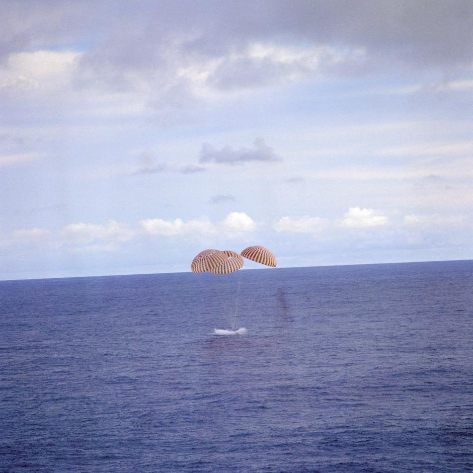 Apollo 13 NASA splash down