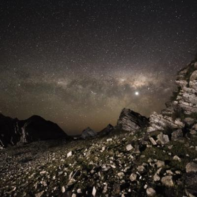 """Stenformationer fra New Zealand i et fantastisk scenarie. (Foto: <a href=""""http://www.rmg.co.uk/whats-on/exhibitions/astronomy-photographer-of-the-year/2014-winners/special-prizes"""" target=""""_blank"""">Chris Murphy</a>)"""